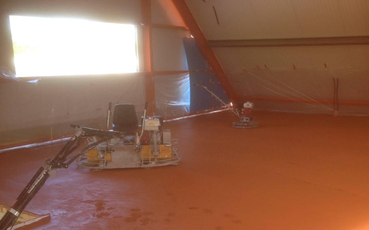 Oranje betonvloer